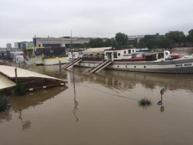 Paris sous les eaux - vue de la passerelle passerelle Simone de Beauvoir - Paris 13ème