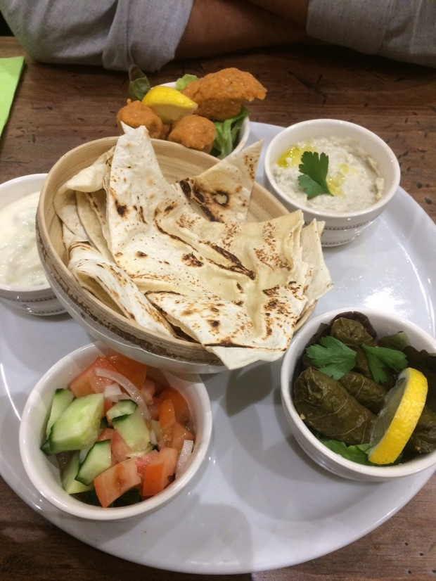 Assortiment de mezze vegan chez Bulldog vegan
